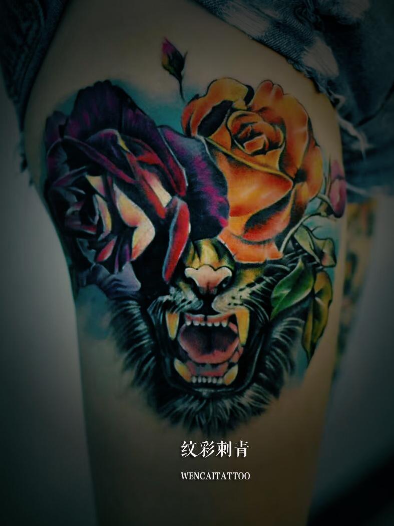 深圳某出版社孙小姐大腿上的彩绘玫瑰虎头纹身图案