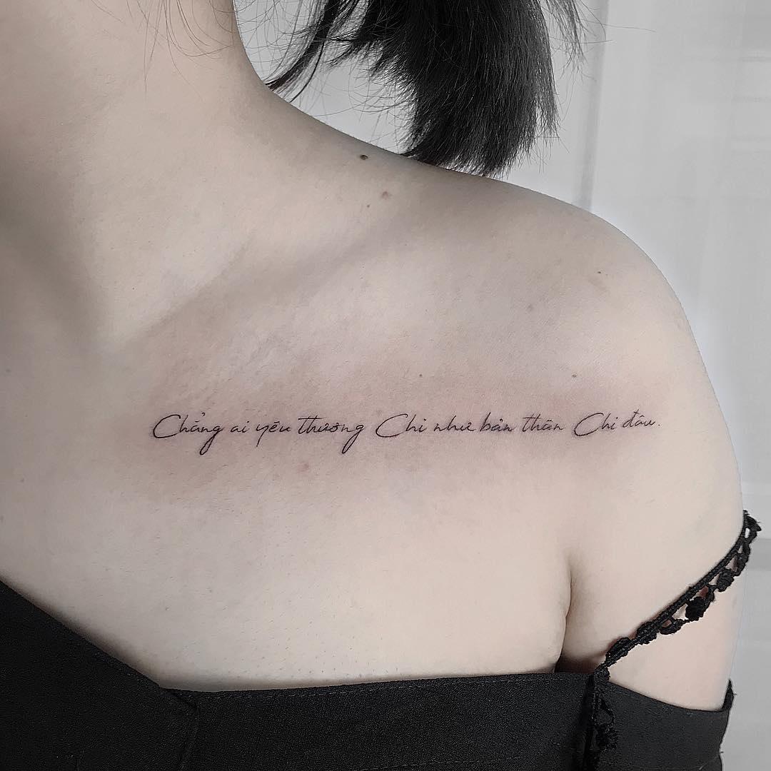 匡小姐小臂创意纹身图案         晁小姐锁骨英文字莲花纹身图案