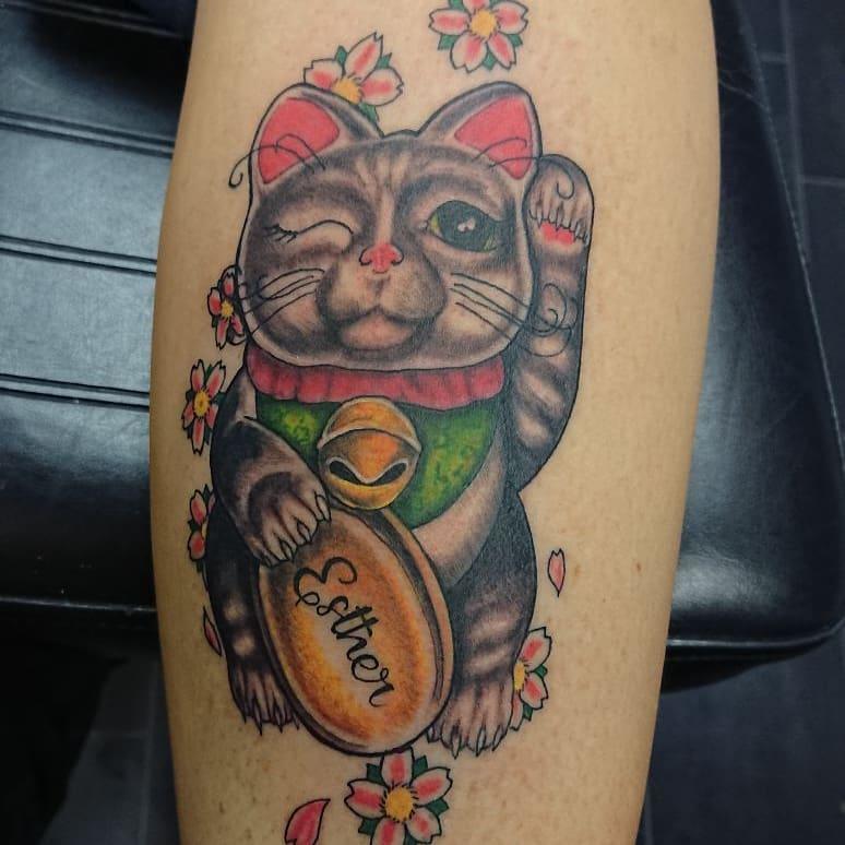 邢先生小臂樱花招财猫纹身图案