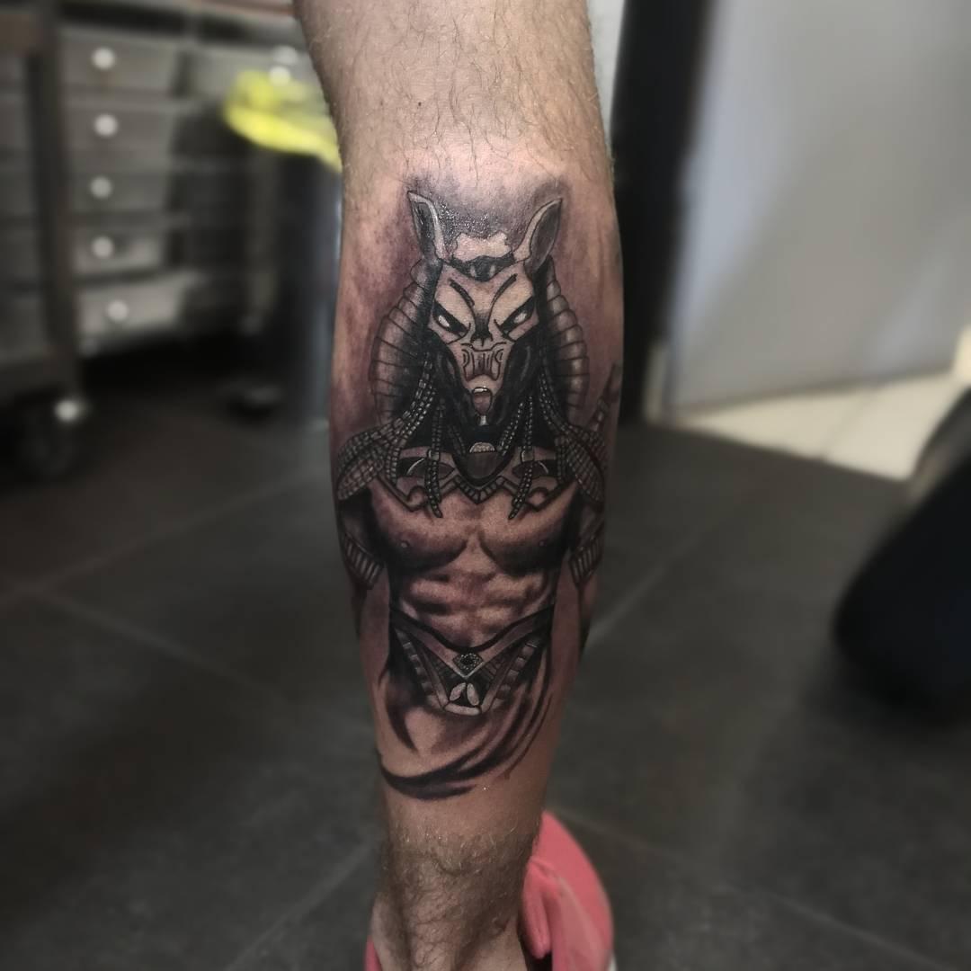 沙先生小腿阿努比斯纹身图案_深圳纹身店哪里最好_好.