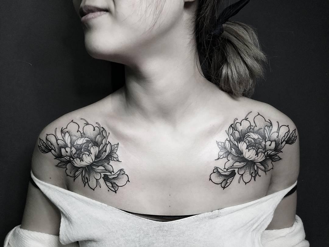 做五金店的季小姐锁骨牡丹纹身图案