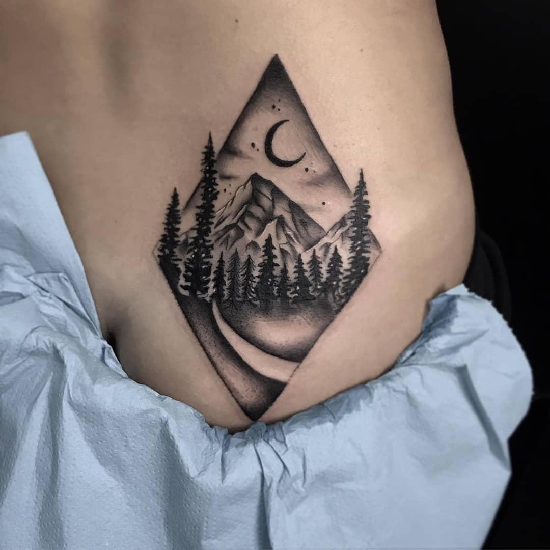 15:04               后背肩胛黑灰风格蛇纹身图案