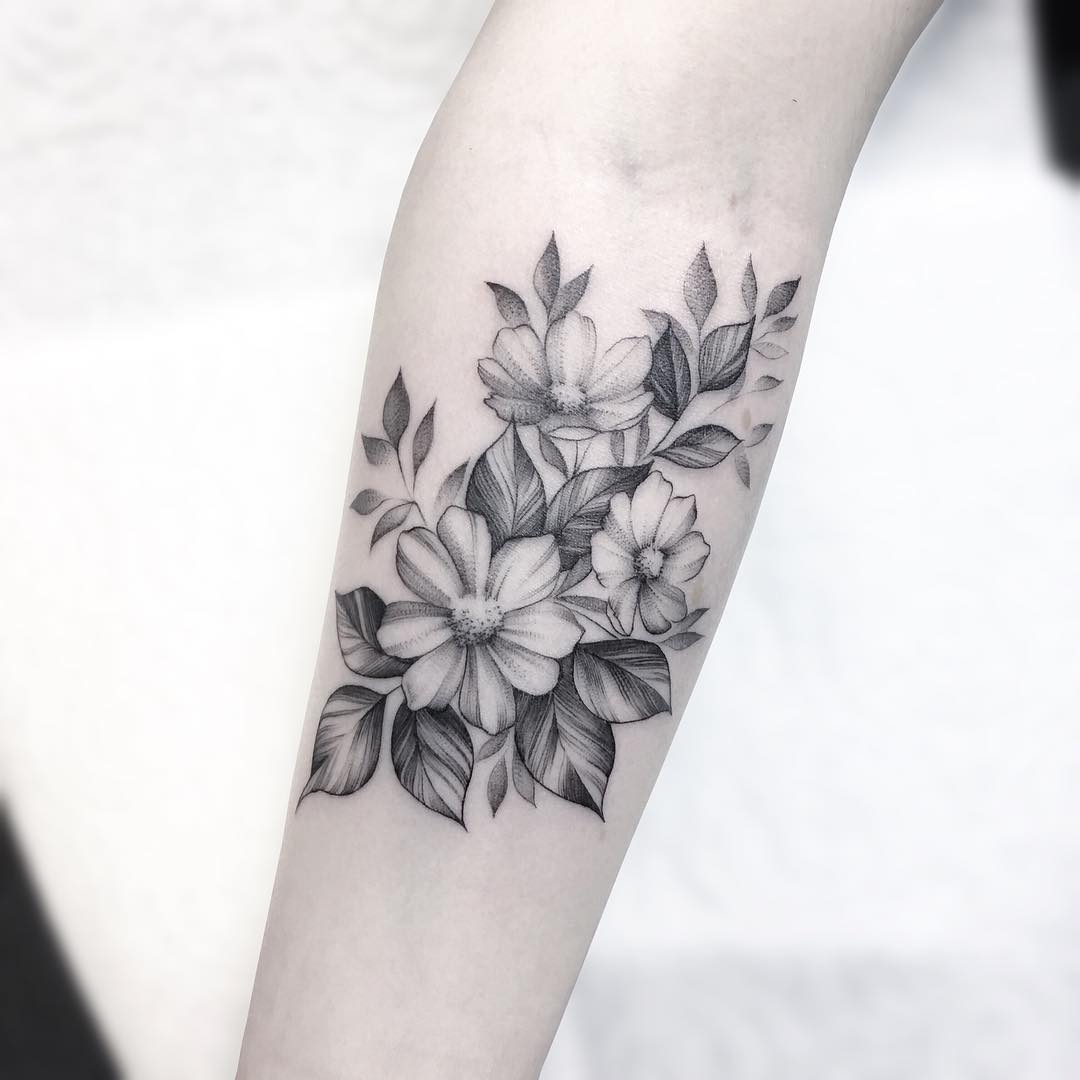 小臂甩线风茉莉花纹身图案