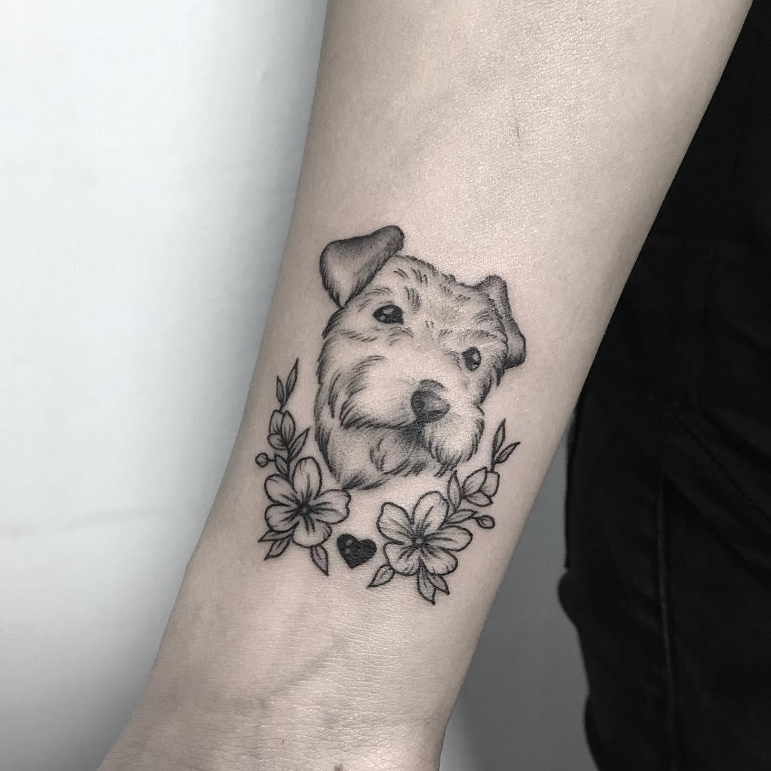 小臂黑灰狗狗肖像樱花纹身图案