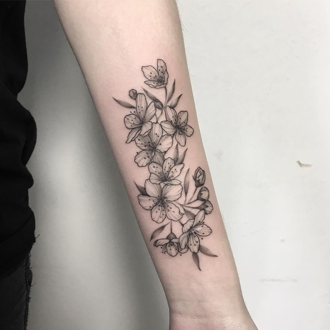 小臂樱花纹身图案