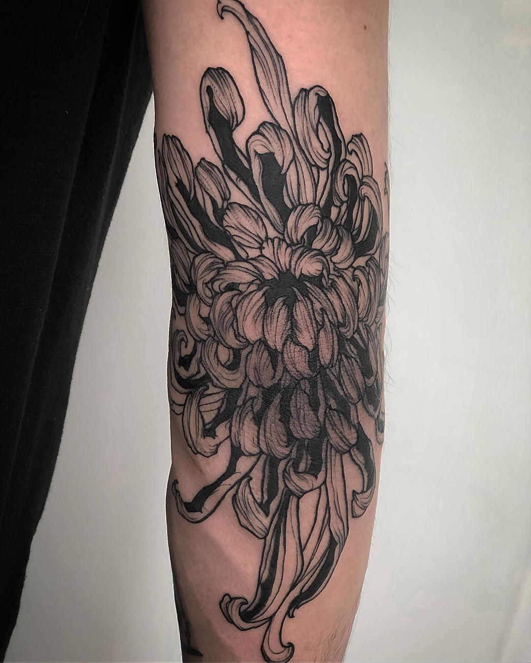 大臂水墨兰花纹身图案