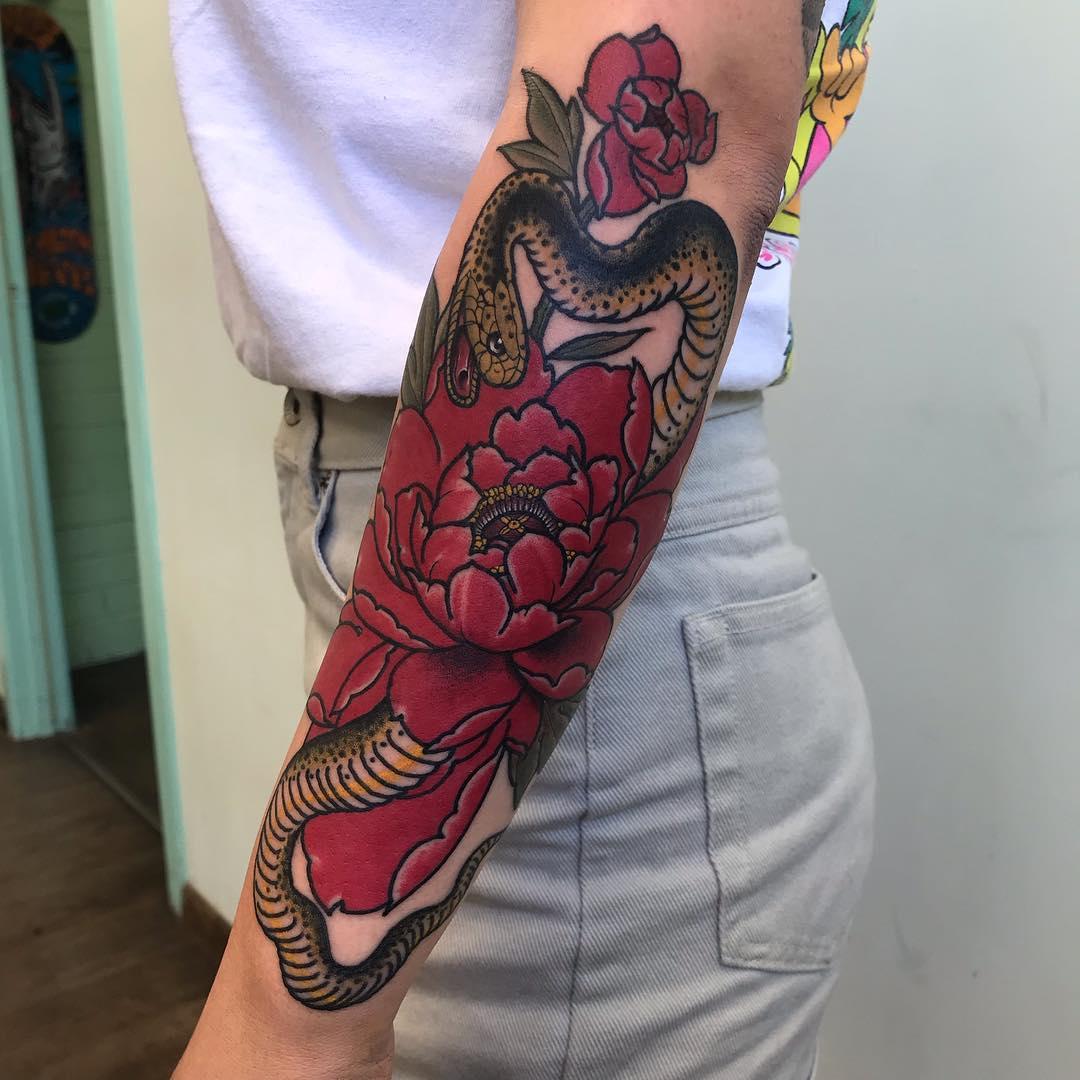 小臂newschool牡丹蛇纹身图案
