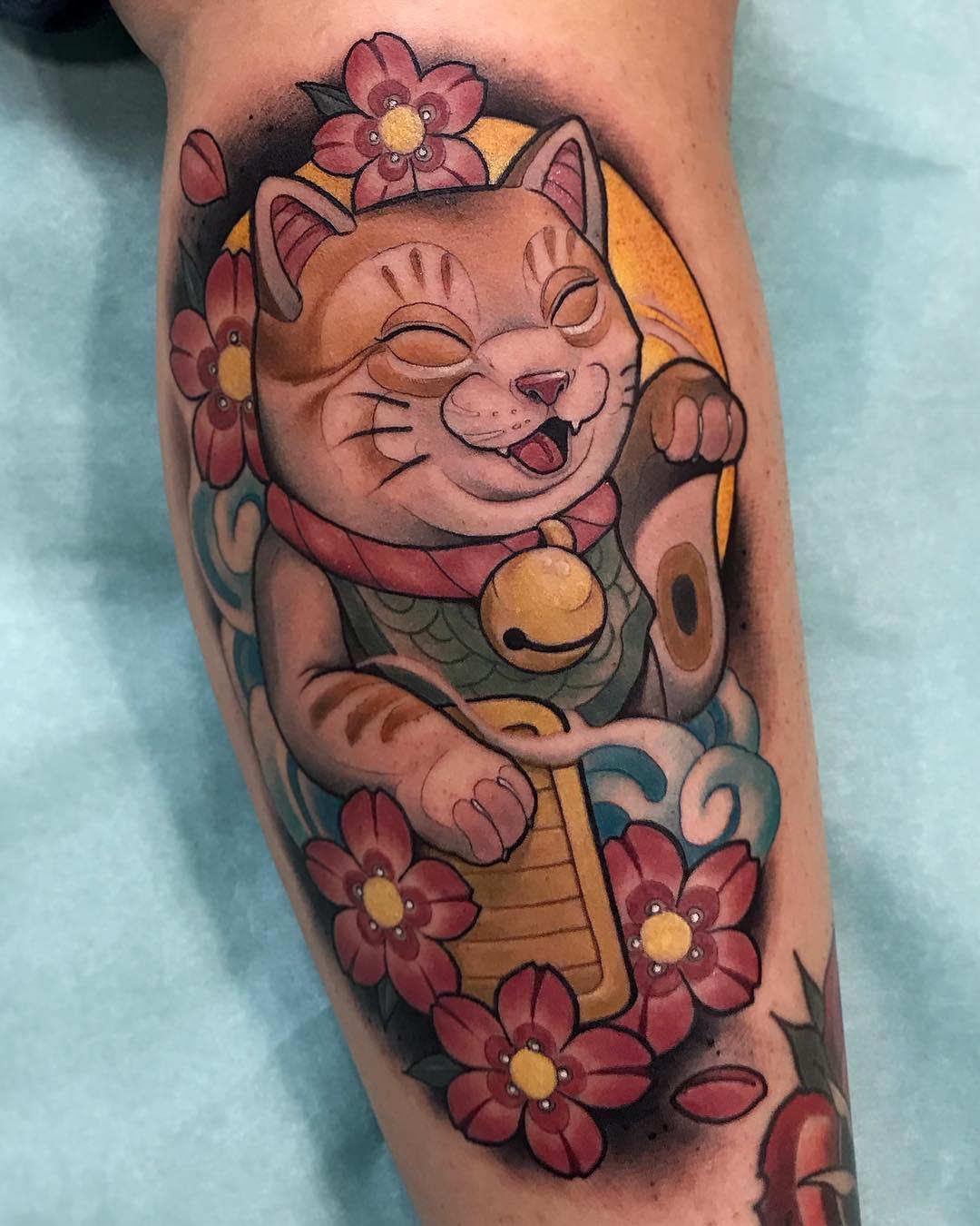 小腿彩色樱花招财猫纹身图案