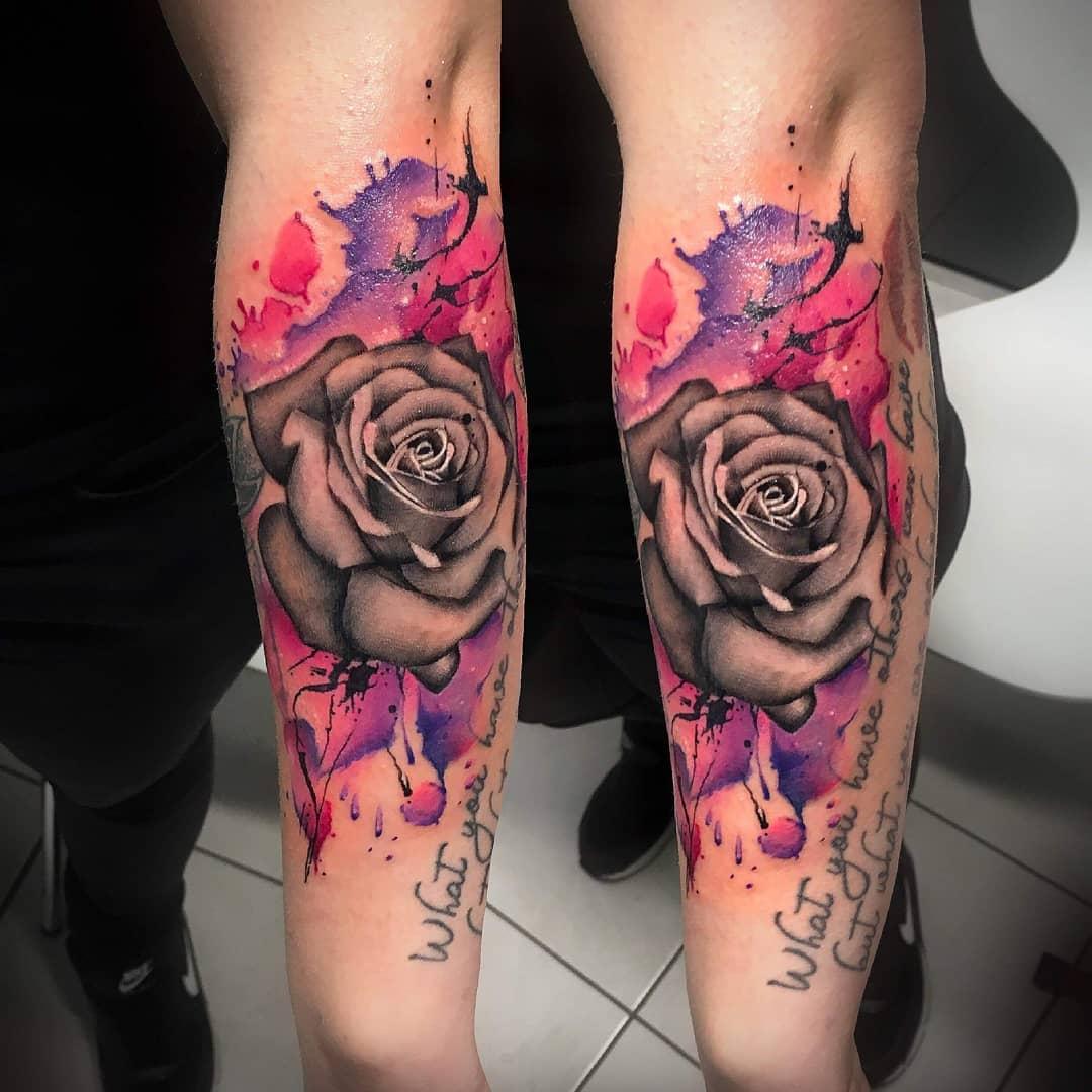 手臂小清新花加英文字母纹身图案