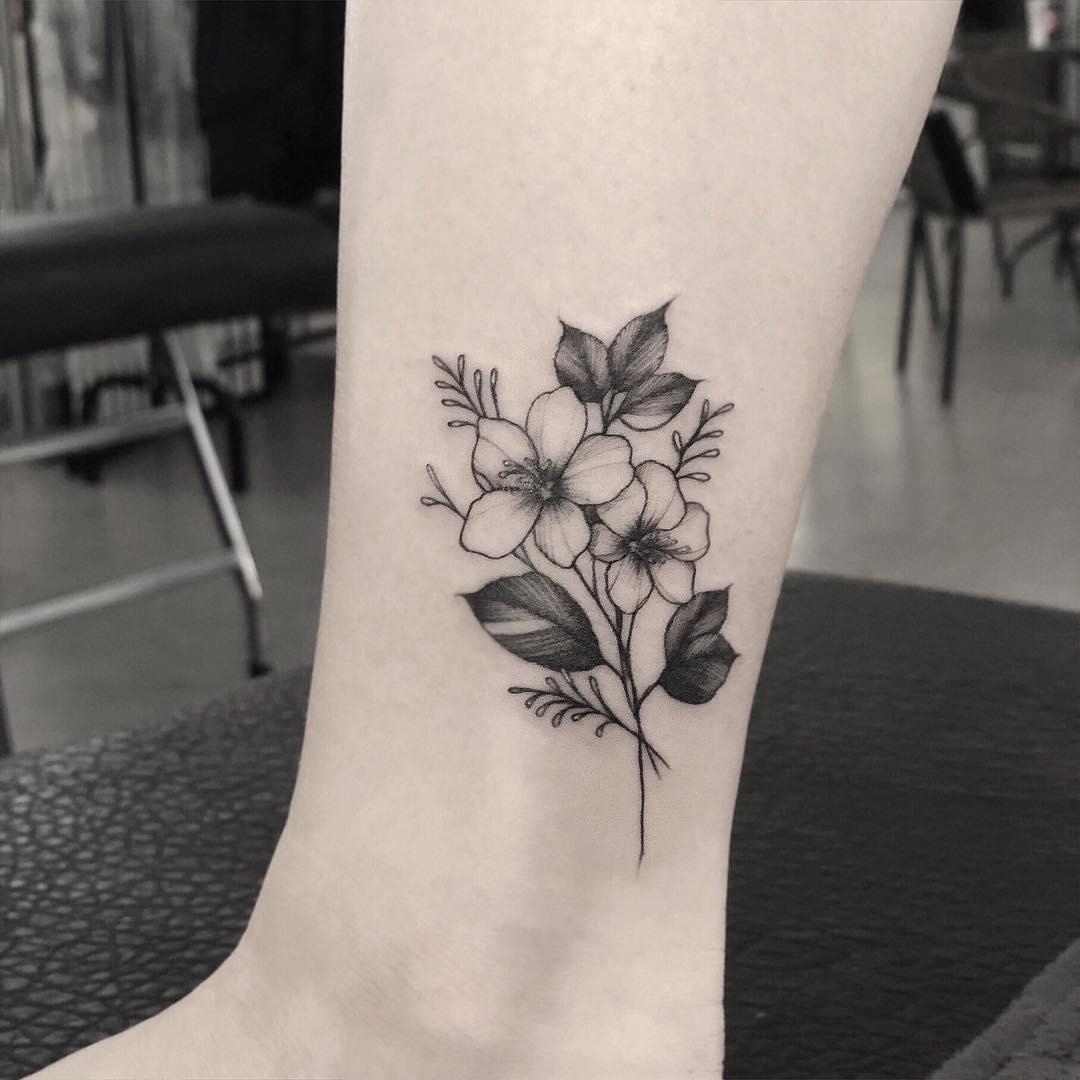 小腿黑灰樱花纹身图案