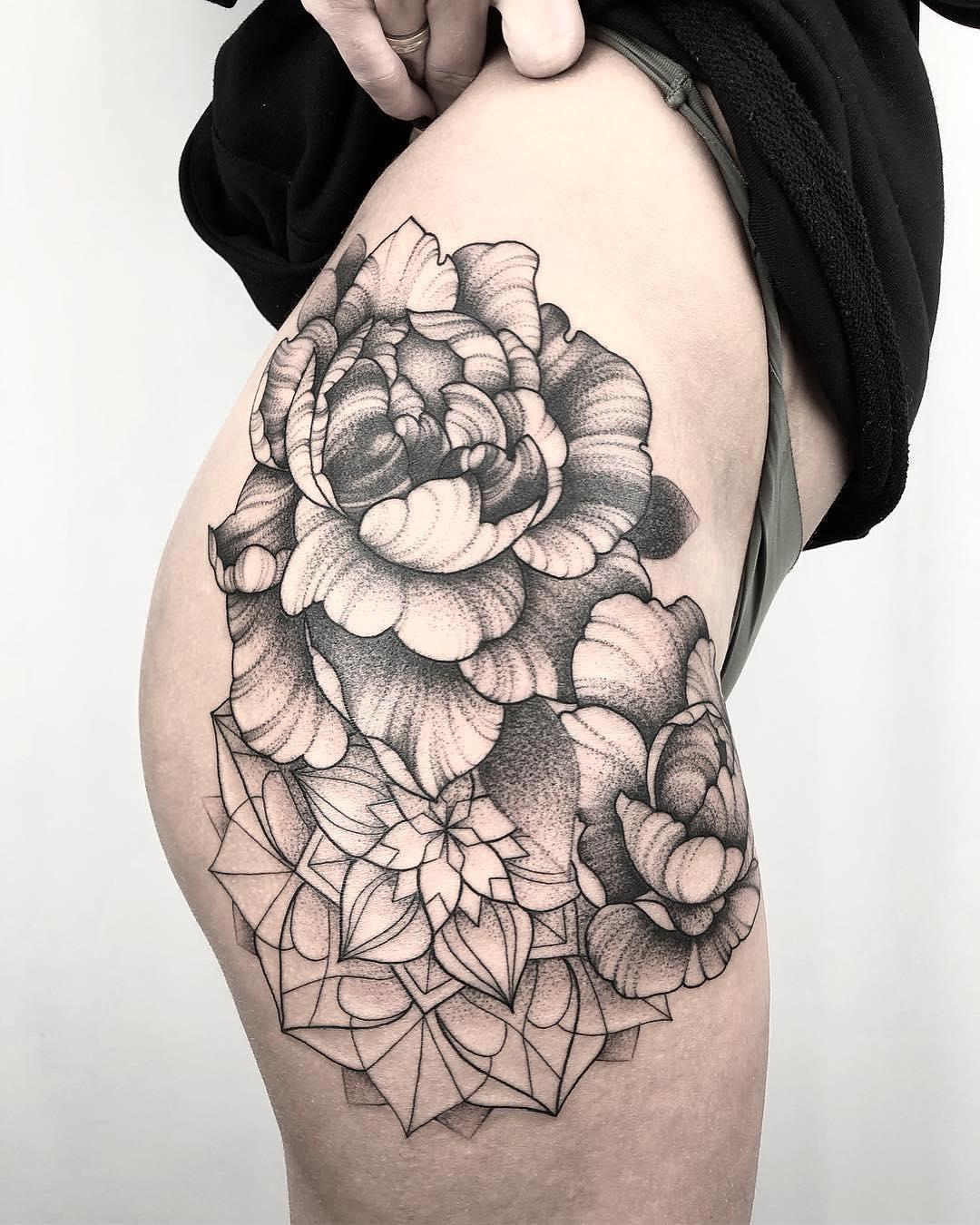 大腿牡丹梵花纹身图案