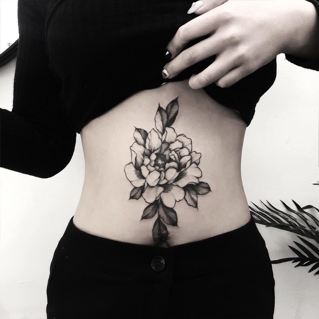 腹部黑灰牡丹纹身图案