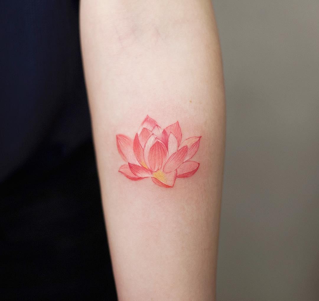 小臂小清新莲花纹身图案
