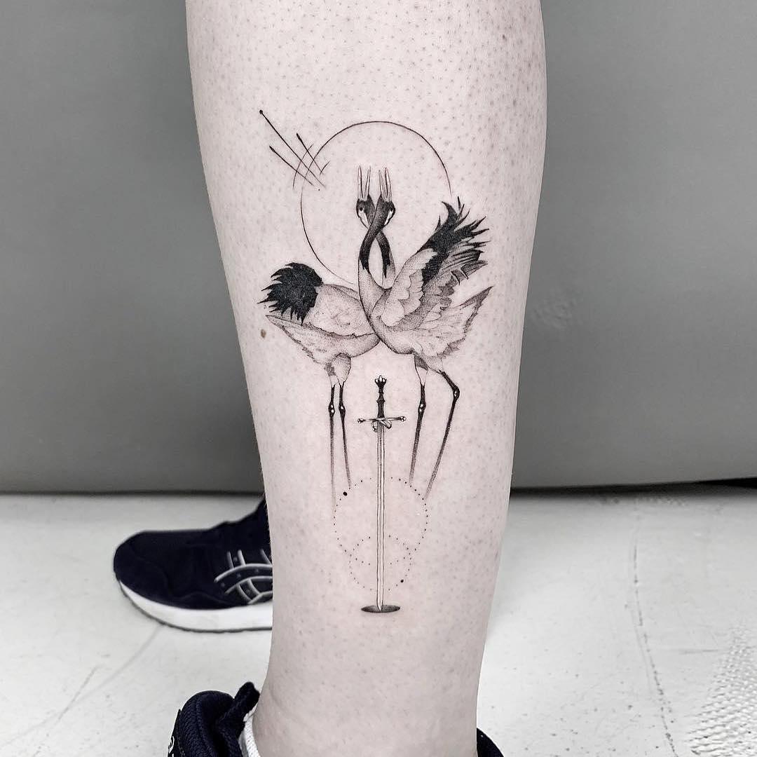 小腿几何风仙鹤纹身图案