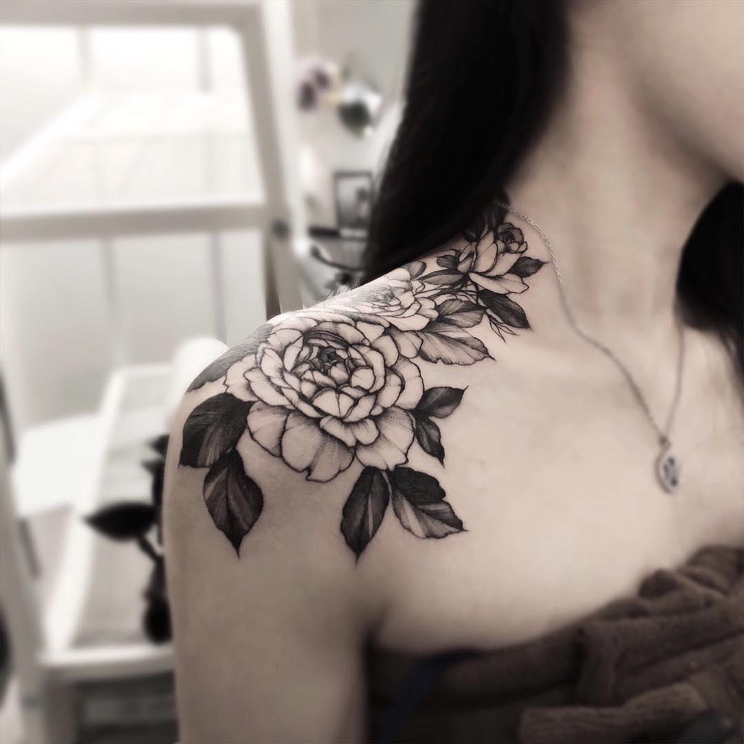胸口肩胛牡丹纹身图案