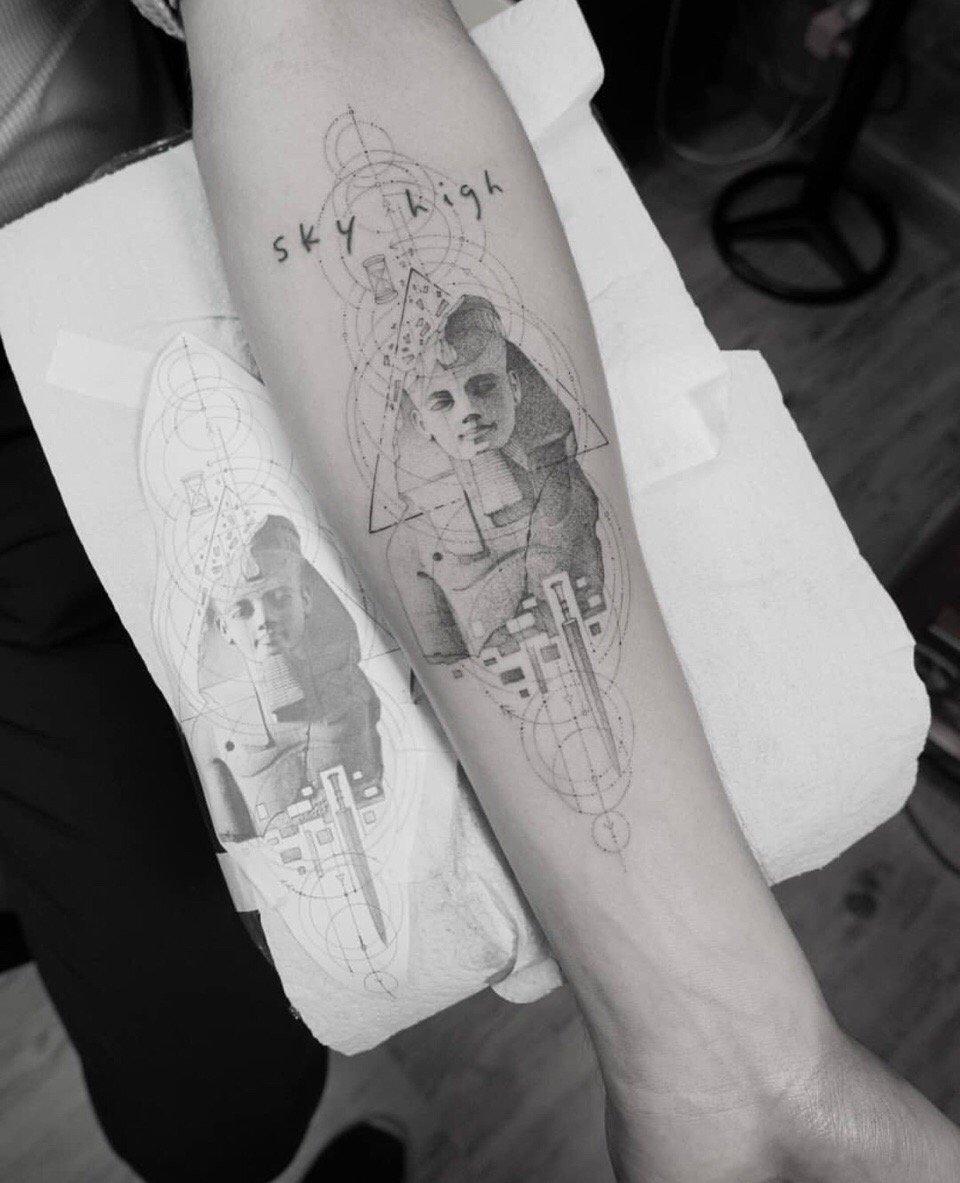 个性创意小手臂几何风立体图形狮身人面像点刺纹身图案