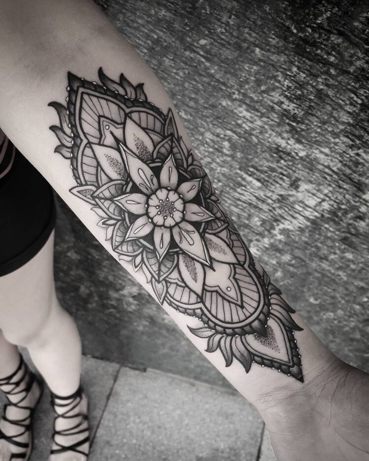 小臂黑灰点刺风梵花纹身图案 (2)