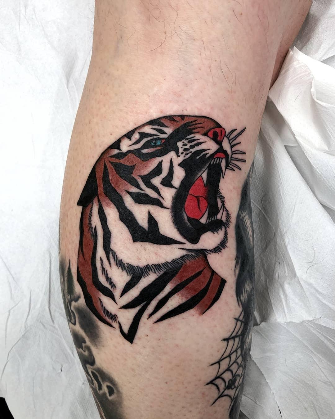 小腿oldschool虎头纹身图案