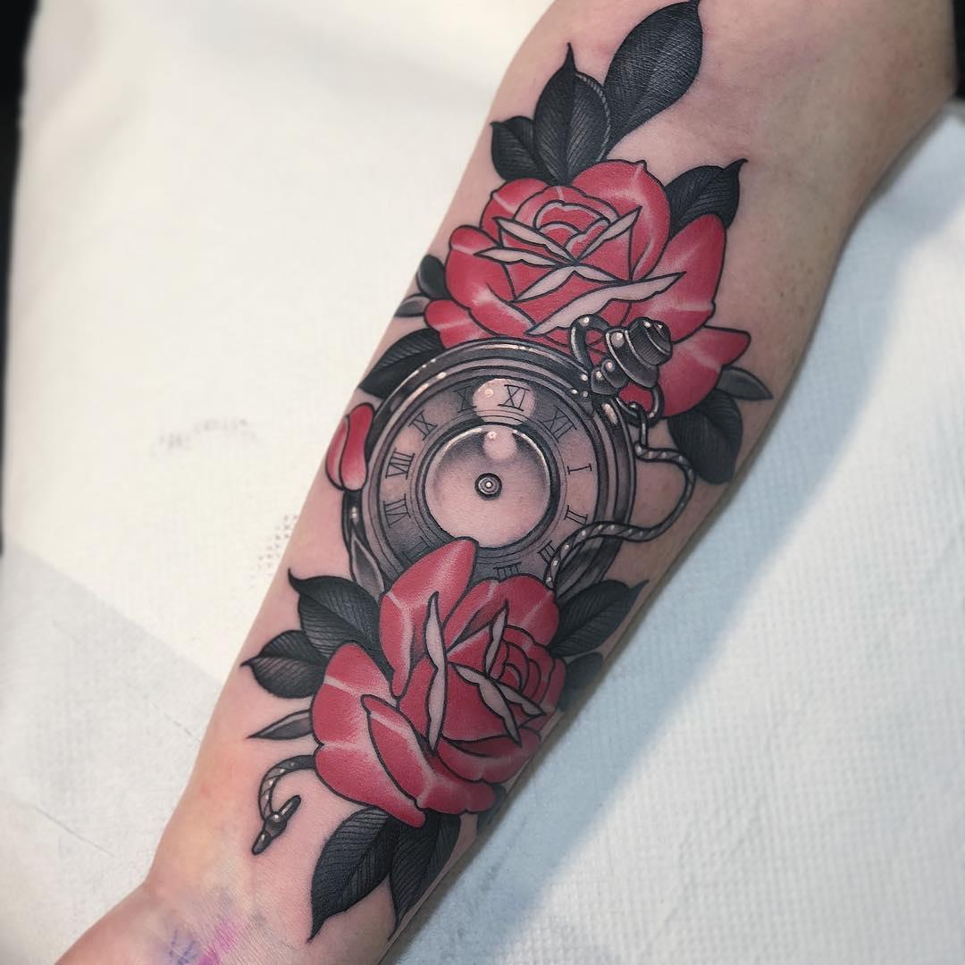 小臂newschool玫瑰钟表纹身图案