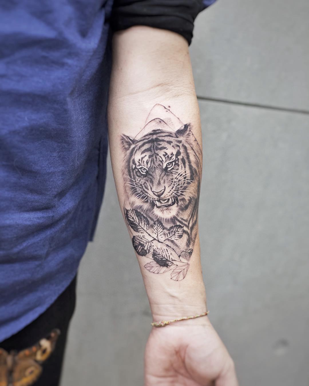 小臂小清新虎头纹身图案